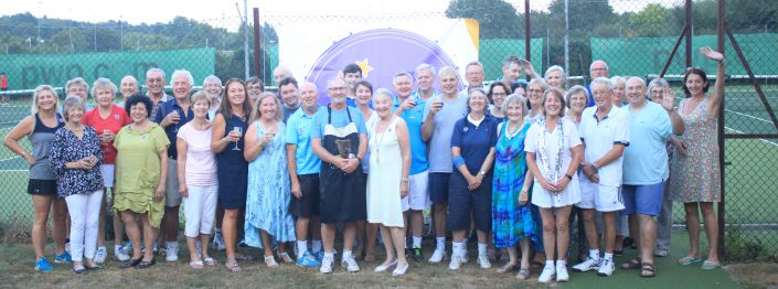 chalfont-st-peter-tennis-club-charity-supper-sparkles-downs-syndrome-group-photo